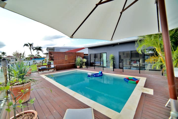 Summer home perfect for families houses for rent in for Pool show on foxtel