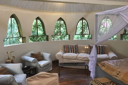 Cottage and 3 tree houses at Ngong House in Karen