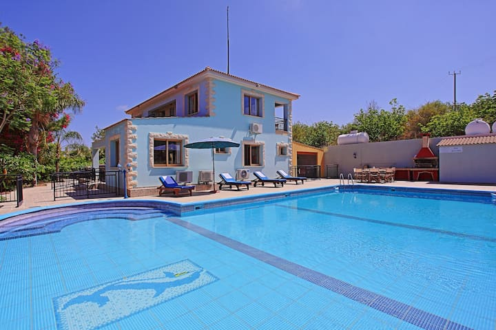 Marilena Sunset Dio: Amazing views, large pool, AC