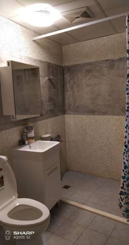 乾/濕 分離的浴室