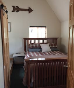 Getaway tiny house cabin near royal gorge bridge. - Cottage