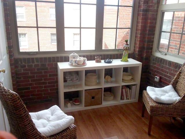 Bright Airy Stay in Historic Takoma Park (DC)