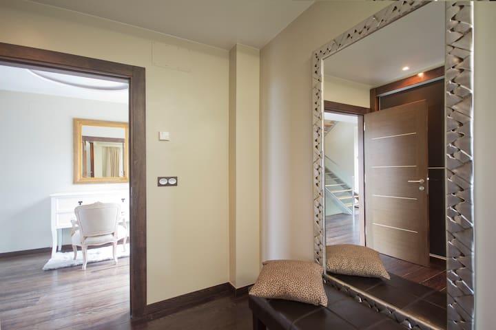 Luxury villa with pool and garden - San Sebastian - House