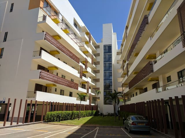 Stay in a Stylish 2BR Apartment at Garden City - Nairobi - Byt