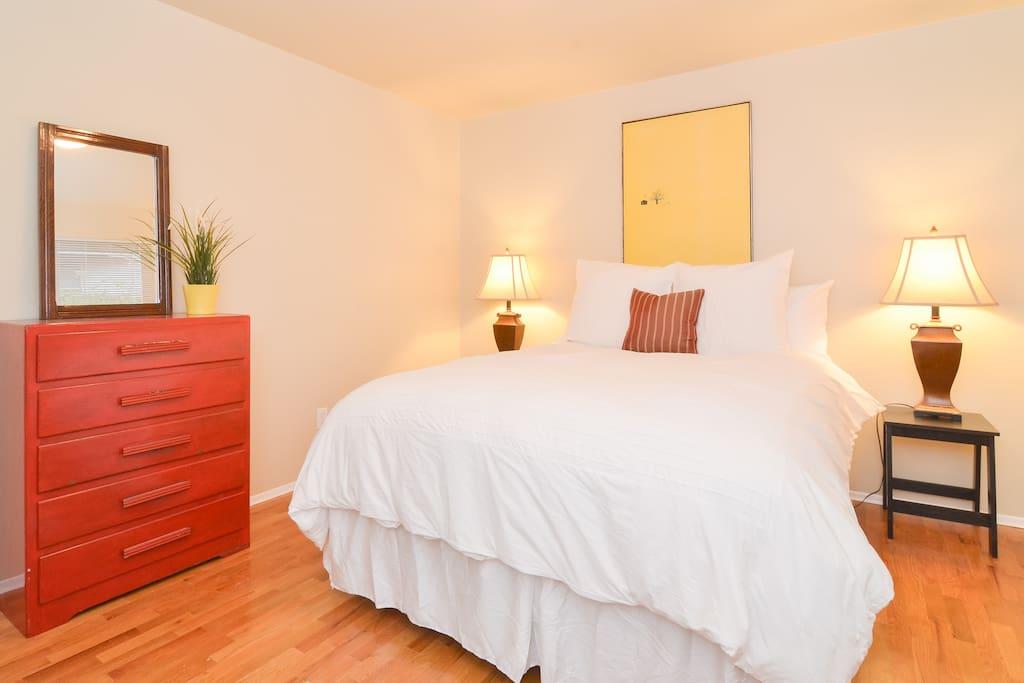 Master Bedroom - Clean crisp linens