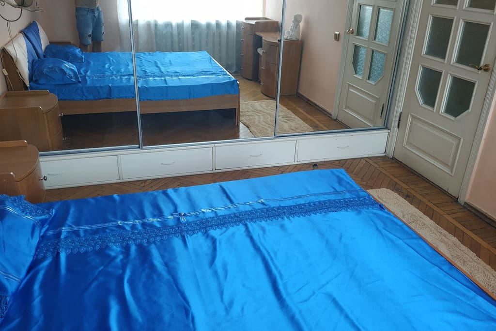 спальная кровать 180