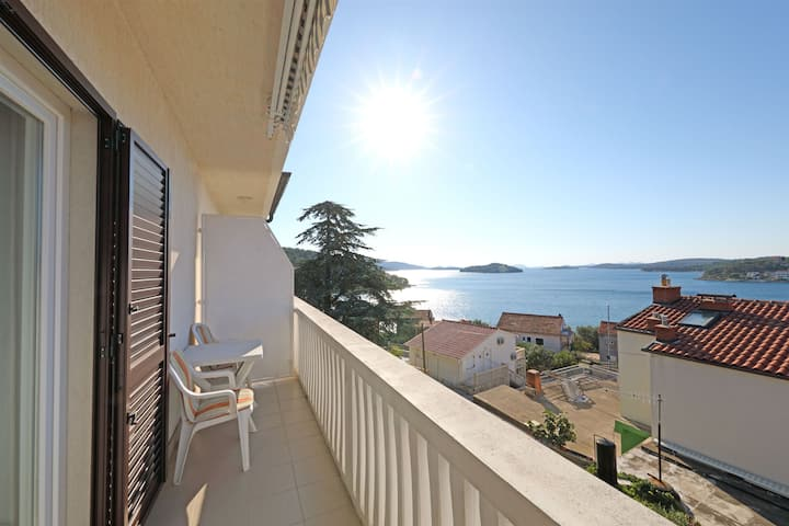 One bedroom Apartment, seaside in Tisno - island Murter, Balcony