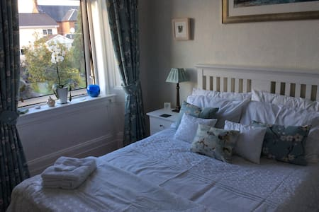Private Double Room in Period Apartment Largs 1/2 - Largs - Leilighet