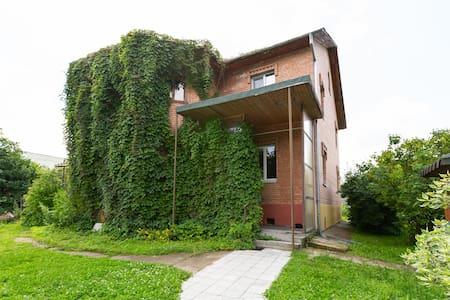 Cдаю часть дома 2 этаж 60 мх2 с отдельным входом