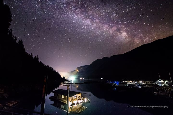 A nightime view of the milky way and the lights of Castlegar in the background