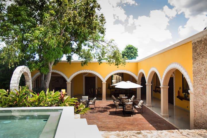 Villa San Antonio de Padua, Private House
