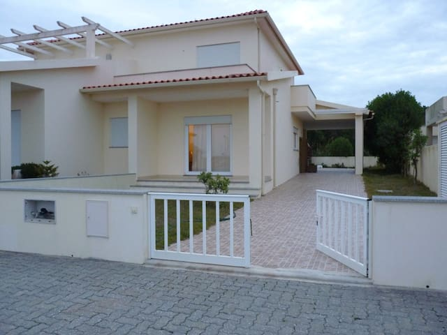 PEACEFUL HOUSE 50 M FROM THE BEACH - Figueira da Foz - Casa
