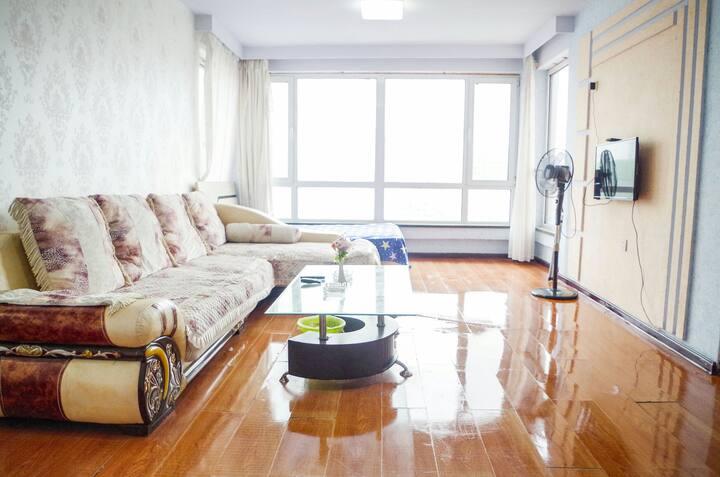 14楼,黄金地段,旅游麻将,空调房,看鸭绿江,观朝鲜风光,出行方便,可以做饭