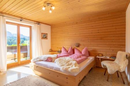 NEU renovierte geräumige Wohnung Nähe Schwarzsee