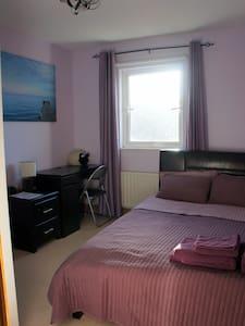 Cosy double room (light breakfast included) - Dublin