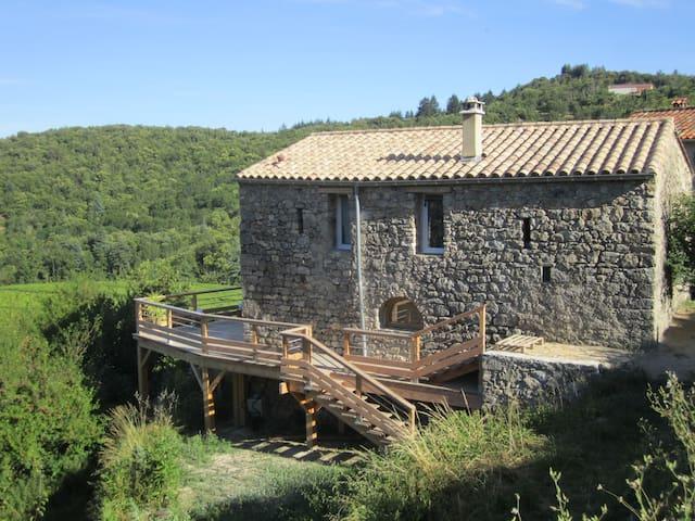 Maison typique en Cévennes dans la nature - Mandagout