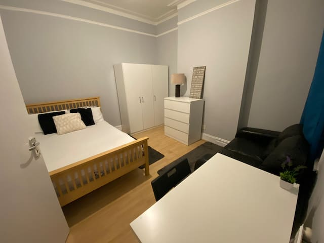 Private room close to stations zone 2