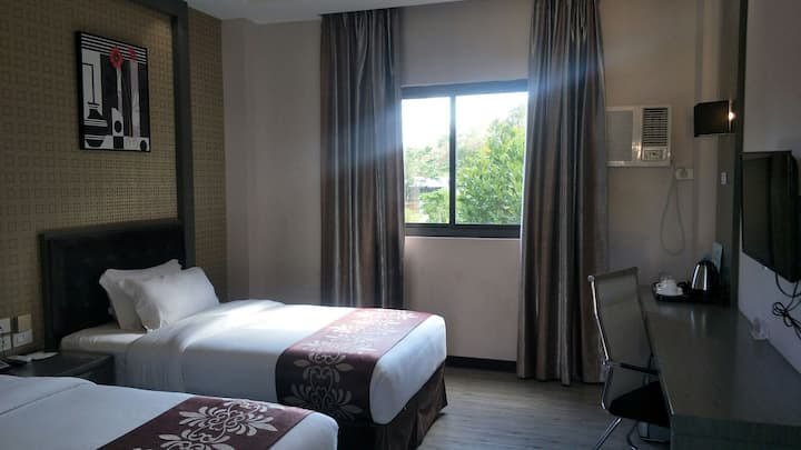 Vienna hotel 3 山景双床房(standard room double bed)