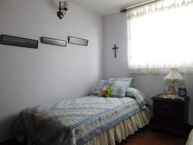 Great Location! Quiet and Safe! Private Bathroom 1 - Bogota - Leilighet