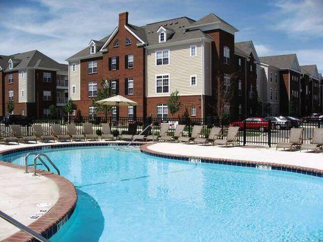 Nice Furnished Room/Private Bath - Urbana - Apartamento