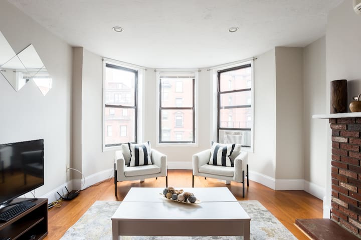 Stunning Modern apartment in Back Bay!