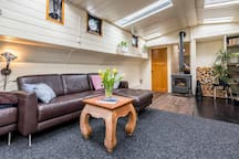 Authentic houseboat with privacy and comfort