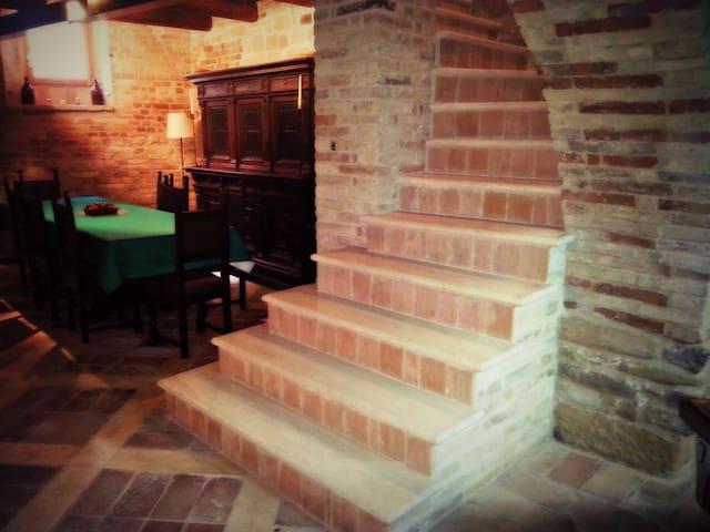 Casa del '400 - Montelparo - House