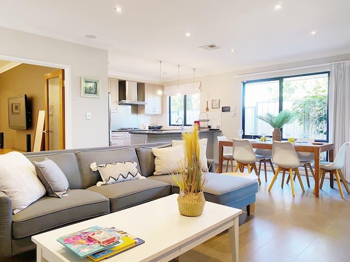 Perth Modern House close to River/Crown/Carousel