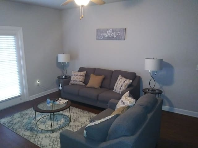 Jenene & Deundre's Nice, Spacious, Relaxing Space!
