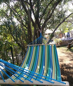Maisonnette jacuzzi jardin privés proche du lagon - La Saline-Les-Bains - 独立屋