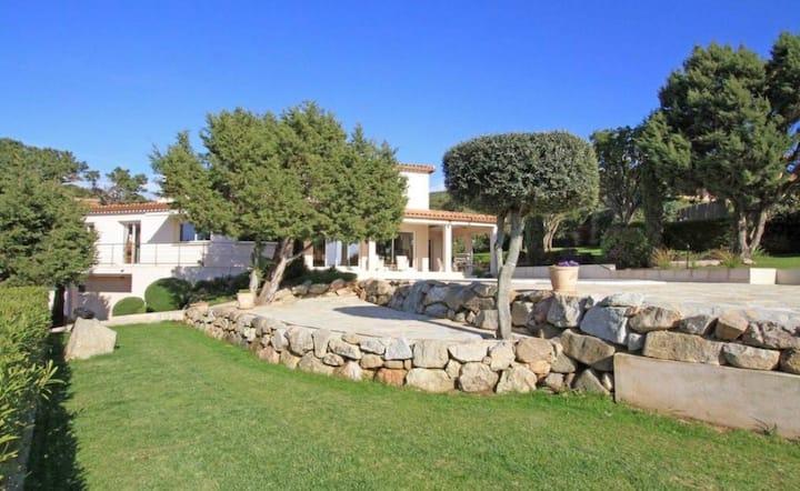 Villa 8 pers vue panoramique s/ le golfe d'Ajaccio