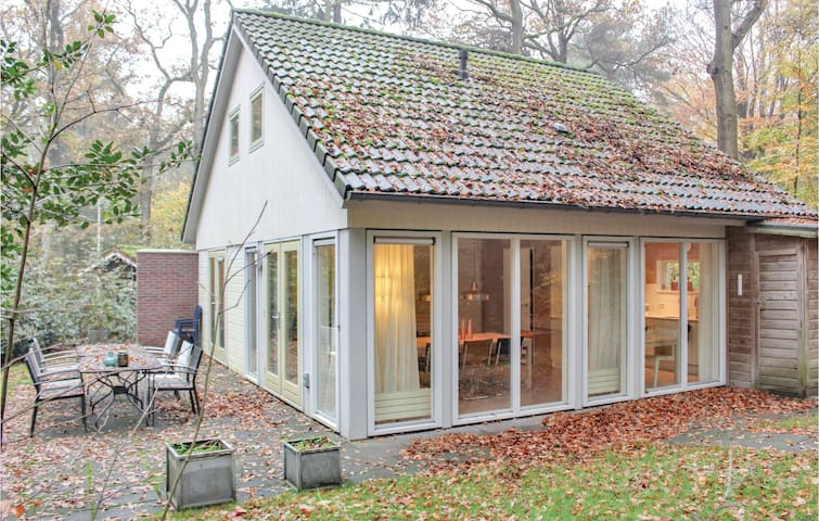 Holiday cottage with 4 bedrooms on 100m² in Oudemirdum