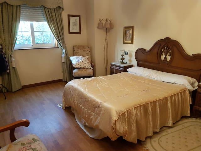 Habitación con baño propio y garaje - Mugardos - Appartement