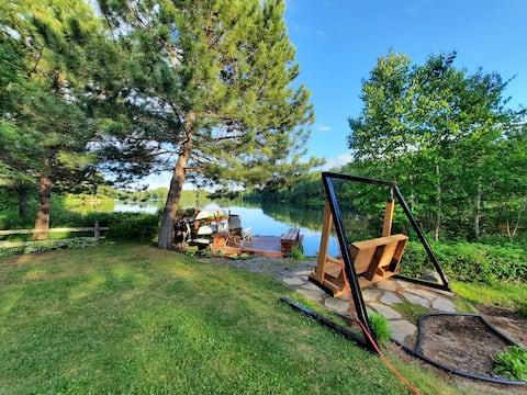 Chaleureuse maison sur le bord d un lac avec Spa.