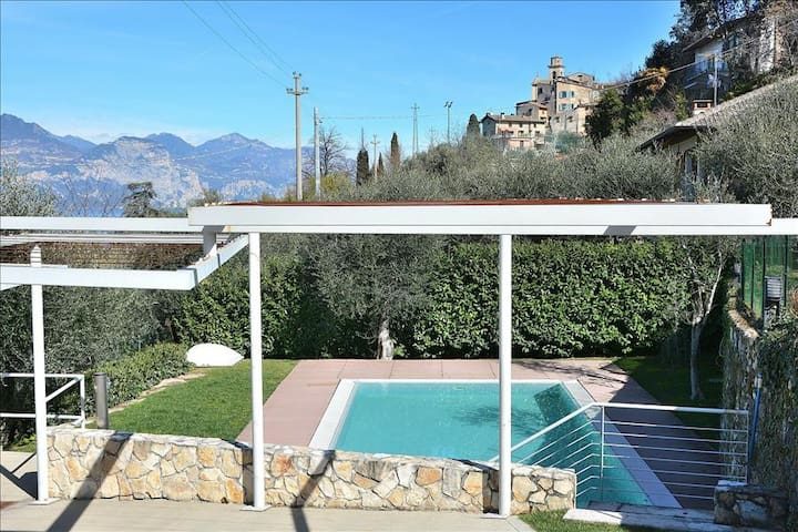 Residence Bellavista, 4 Sleeps Apartment In Residence With Pool In Pai Di Torri Del Benaco - Pai - Byt