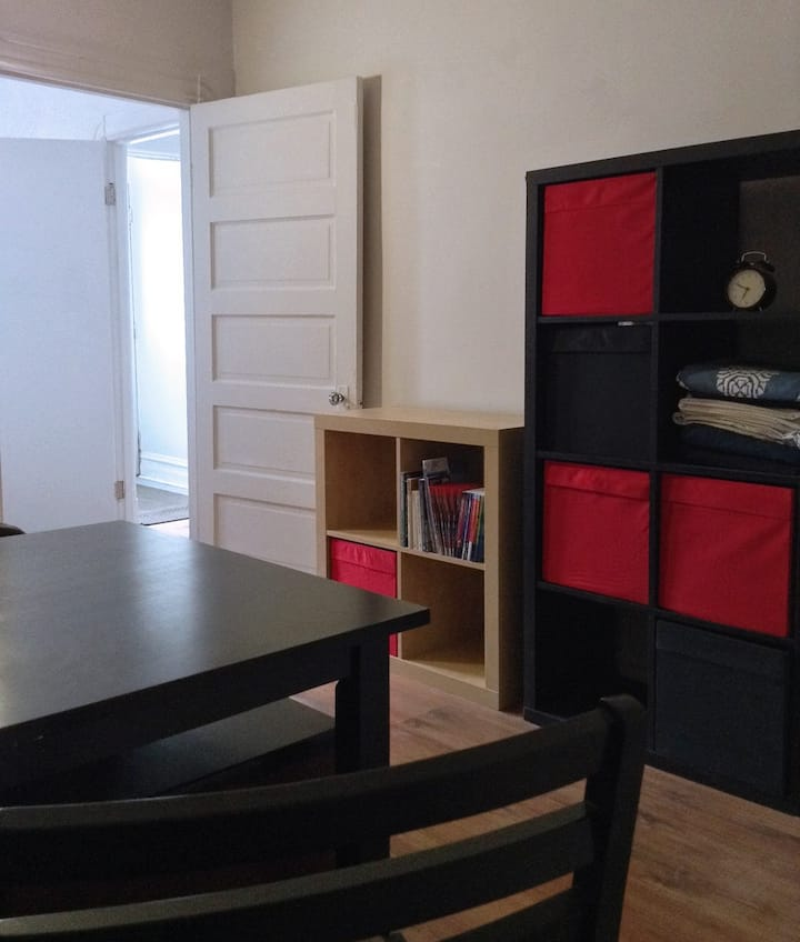want a room in a nice flat? / chambre tranquille