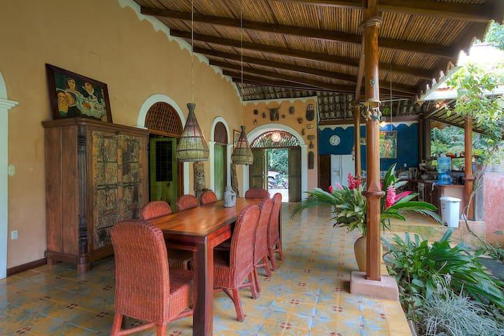 Colonial House close the beach - Playa Chiquita - Villa