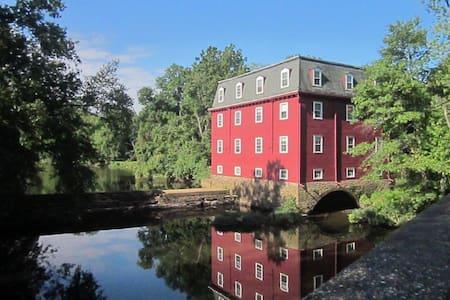 Historic Mill Retreat - 3 BR-1st fl waterview unit