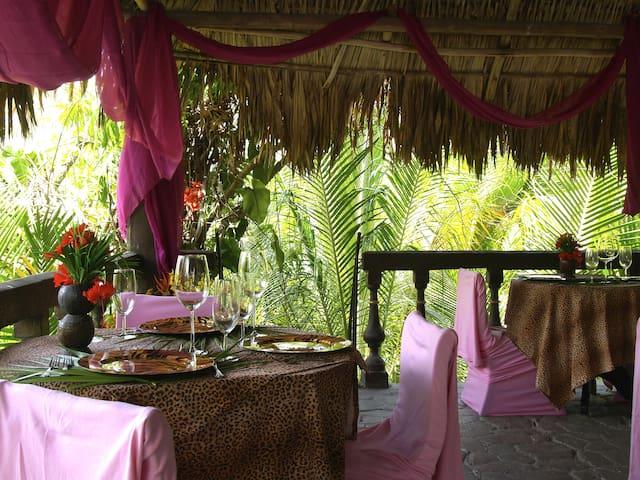 TreeHouse Dining @the Maruba Resort Jungle Spa