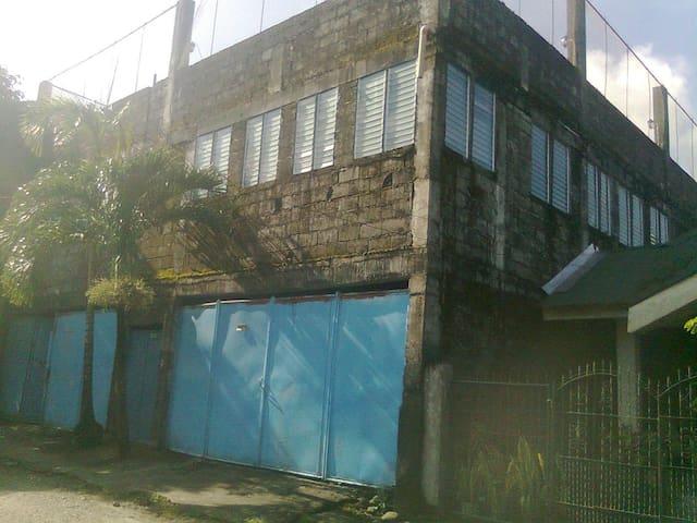 BORING&QUITE - San Antonio - Rumah