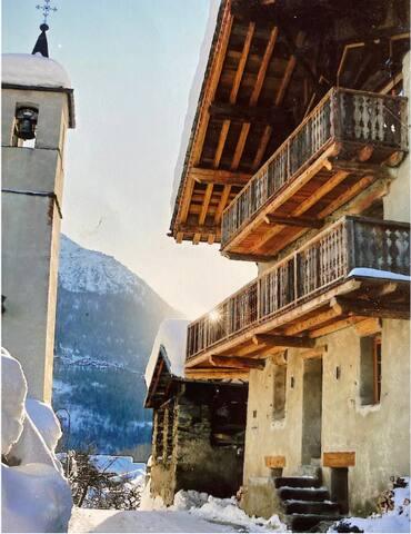 Villaroger, Ski to Door, Sleeps 2 (+Sofabed)