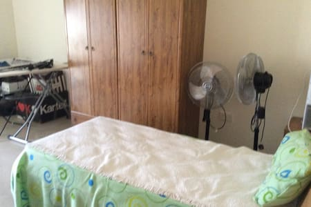 Single room 1 - Ħal Qormi