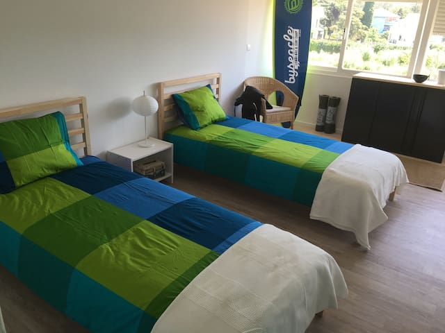 Byseacle-Lisbon Bike Surf Camp | double - Carcavelos - Bed & Breakfast