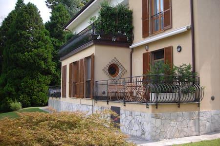 Appartamento in villa con giardino e parcheggio - Provincia di Varese - Wohnung