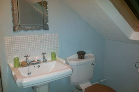 Loft ensuite walk bus walk  to town - York - Bed & Breakfast