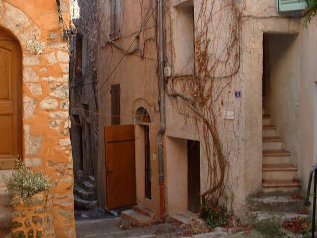 """maison  de village """"comme chez soi"""" - Aups - House"""
