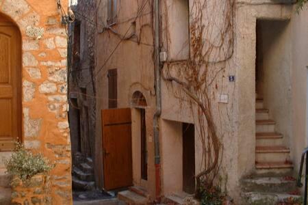"""maison  de village """"comme chez soi"""" - Aups - Huis"""