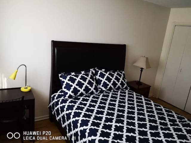 Home Again: 6 minutes to Ottowa 3 bedrooms Apt