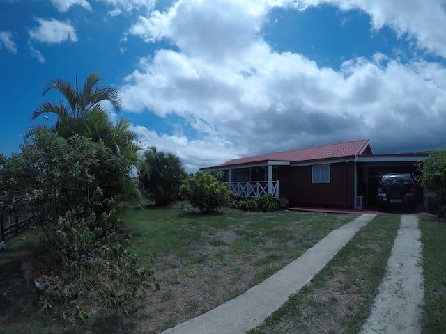 Chambre double dans villa au calme à La Foa