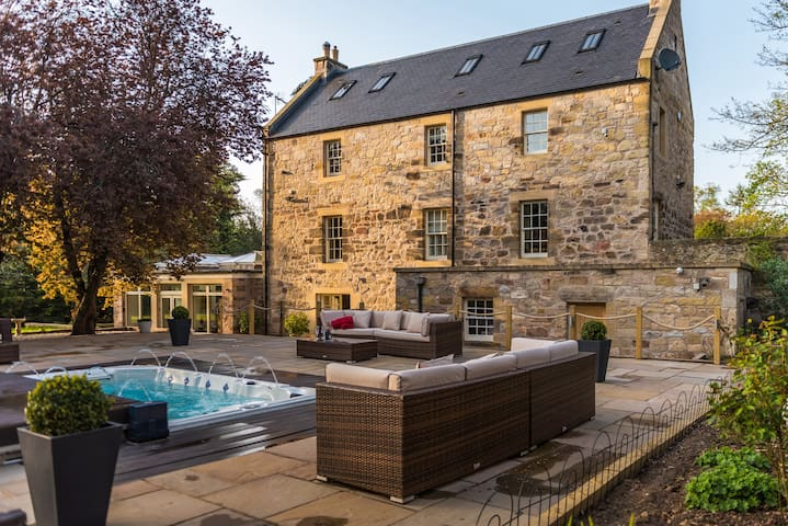 Edinburgh Exceptional Country House and Spa